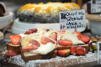 Olive Oil Sponge Cake with Strawberry