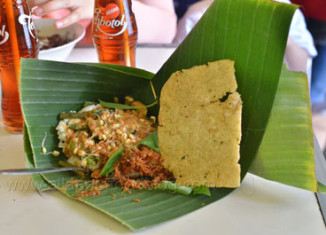 What to eat in Madiun? Nasi Pecel Madiun