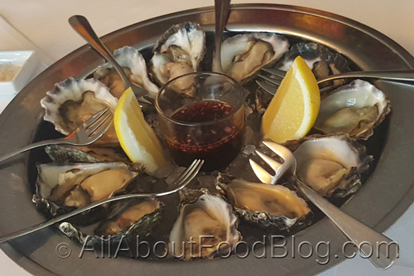 Fresh oysters with lemon and Catalina's vinaigrette